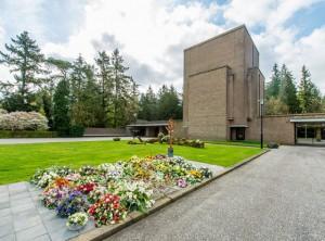 voorterrein met zicht op aula 1 crematorium/begraafplaats Amersfoort/Rusthof